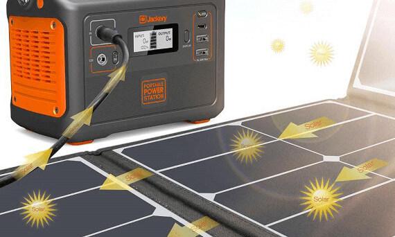 Jackery Explorer 250 připojené na solární  monokrystalový panel Jackery SolarSaga 60W